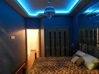 Голубая подсветка в спальне